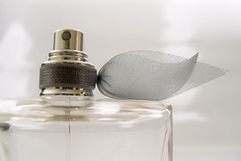 Como fazer perfume com essência e base